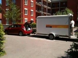 Schweden Umzug - Anhänger von der Tankstelle