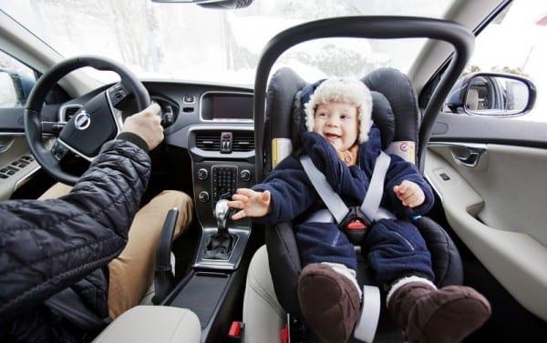 Schwedisches Kind im Auto