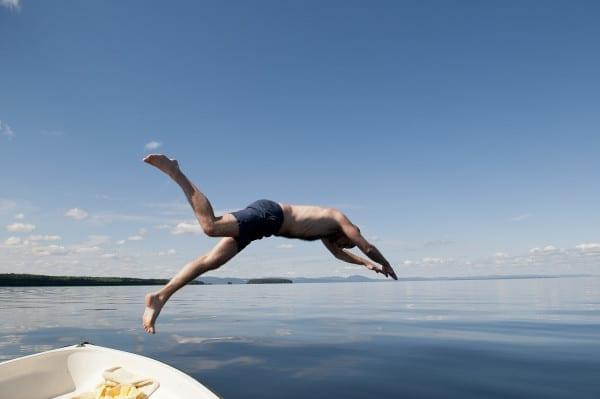 Sprung ins Wasser in Schweden
