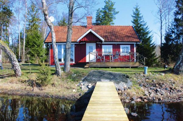 Abgelegenes Ferienhaus in Südschweden am See mit Steg und Boot
