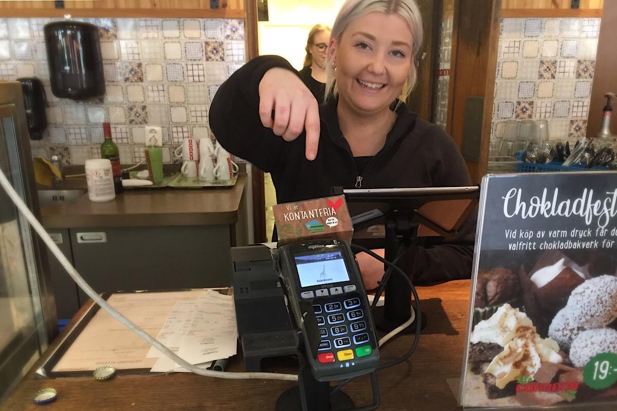 Zahlen mit Karte oder Bargeld in Schweden (Foto: Café Condecco Växjö)